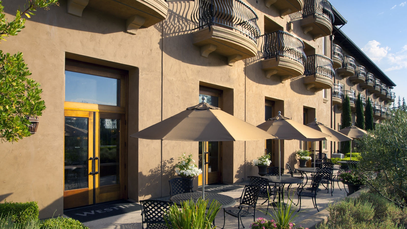 The Westin Sacramento - Exterior Patio